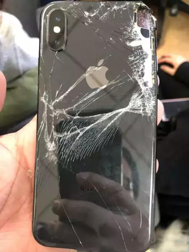 手机屏幕碎裂_快来看看苹果中国官方给出的iPhoneXS碎屏维修价格! - Iphone热门 ...