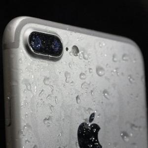 上海苹果iPhone XS手机进水屏幕出现条纹如何处理?
